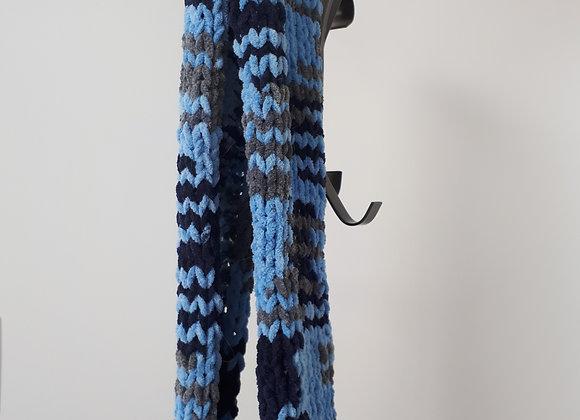 Foulard en lainage douillet, tons de bleu