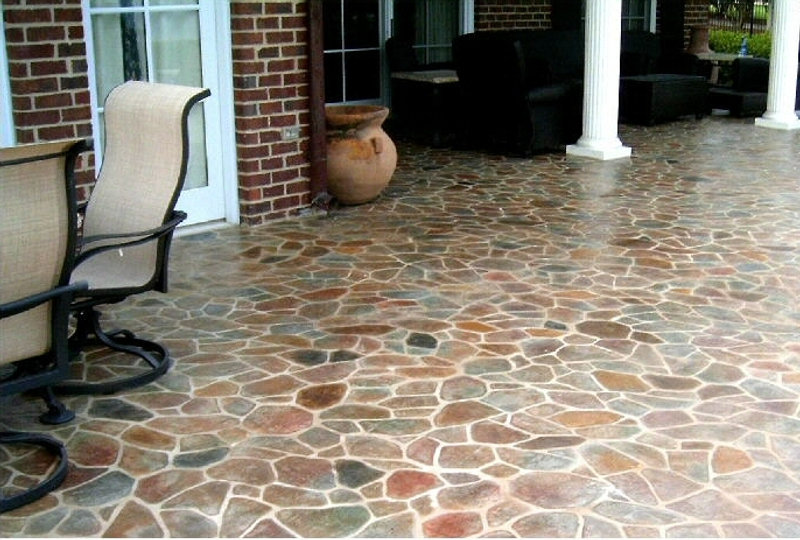 Flagstone on  back porch.  Flagstone n a patio.  Thin stone panel on a patio.  Sandstone colored flagstone. Large flagstone patio. Patio furniture.