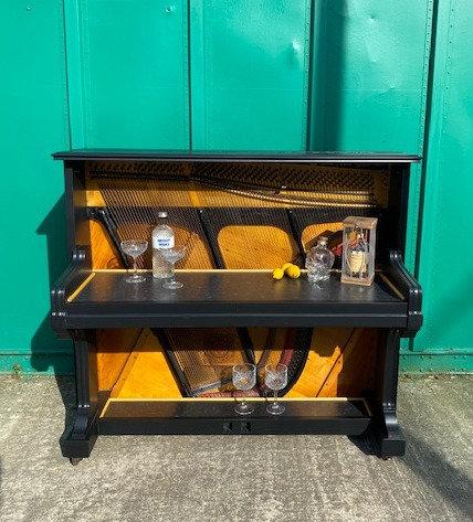 Golden Piano Bar