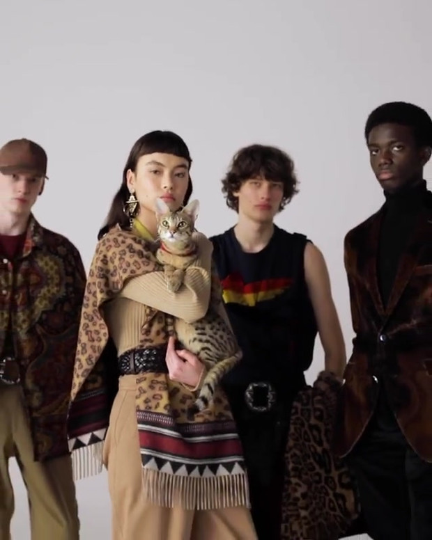 The new #EtroFW21 collection is now available. Animal Spot Milano