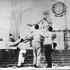 Instalación de La Justicia y el Pueblo en la Corte Suprema de Justicia, 1966. Cortesía Ana Luisa Portuguéz Malavassi, 2021
