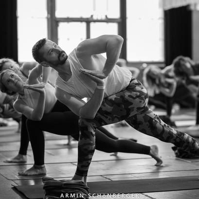 Hatha Vinyasa Parampara Yoga mit Andreas Ruhula