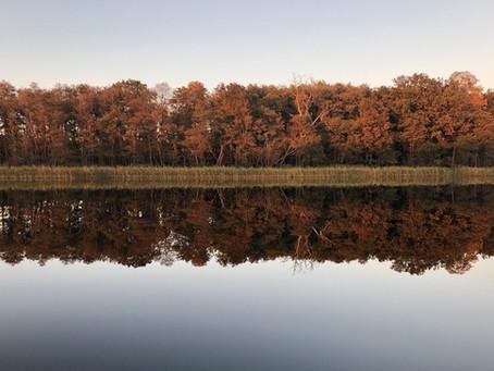 Glinna – spacer na jeziorze o zachodzie słońca