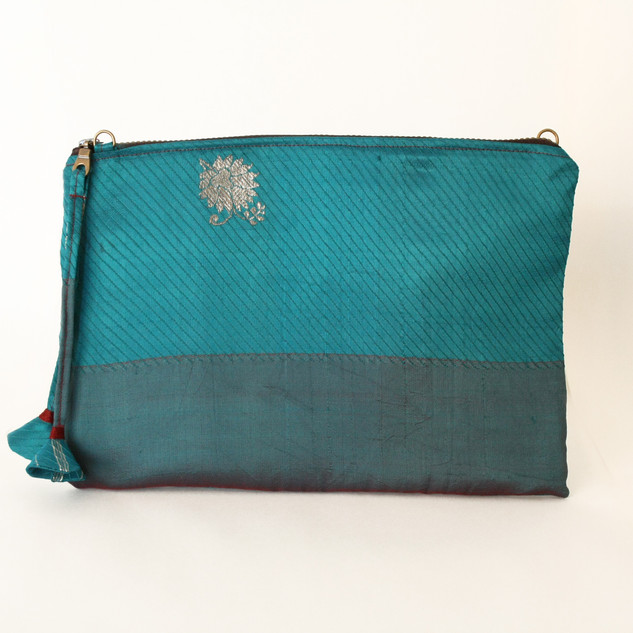 bolso turquesa rayas y flor abierto cara