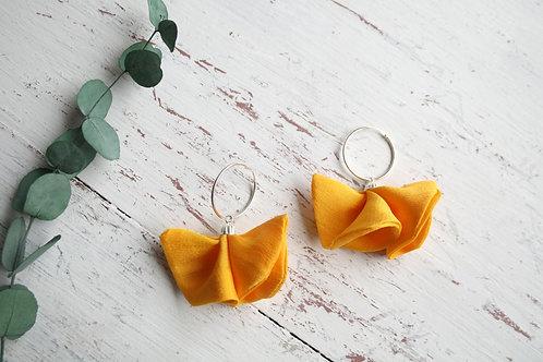 Aros medianos FLOR amarillo mostaza