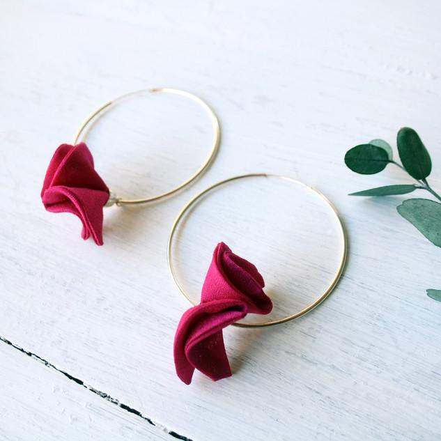 aros grandes de plata rosas flor fucsia