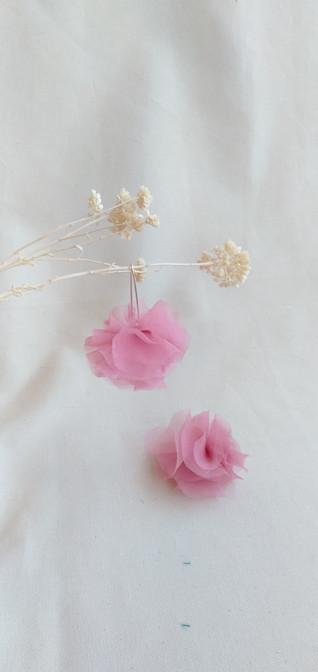 fr 1 pendientes flores rosas estudio var