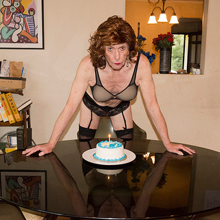 BIRTHDAY_GIRL_20x13.3_STOW.jpg