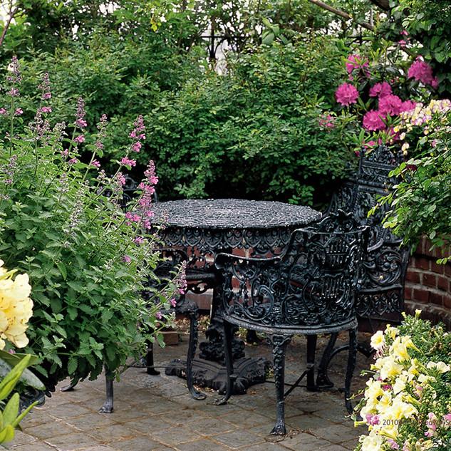 BetsyPinoverSchiff, Garden Nook, 9x13_ p