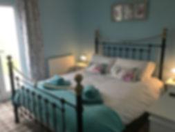 Master Bedroom Kittiwake Cottage Filey on the Bay resort.JPG