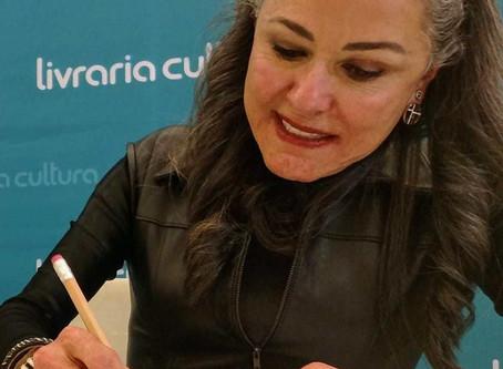 É nesta quinta-feira, dia 18, a noite de autógrafos de Maria Eugenia