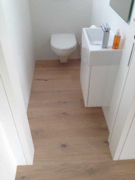 holzboden im badezimmer.jpg