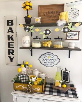 summer_decorate-farmhouse-kitchen-lemons