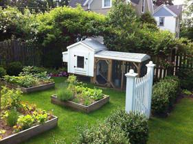 Summer_Backyard-Garden-With-Cottage-Chic
