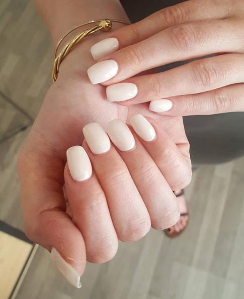 Rallongement au gel couleur blanc rosé _