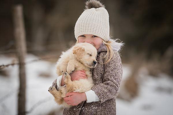 Kind mit Welpe Goldenretiver.jpg