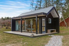 scandinavian-modern-tiny-house-exterior3