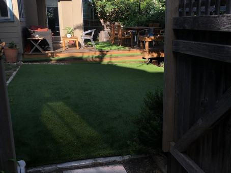 WHY ARTIFICIAL GRASS BACKYARDS ARE GREAT FOR SUMMER