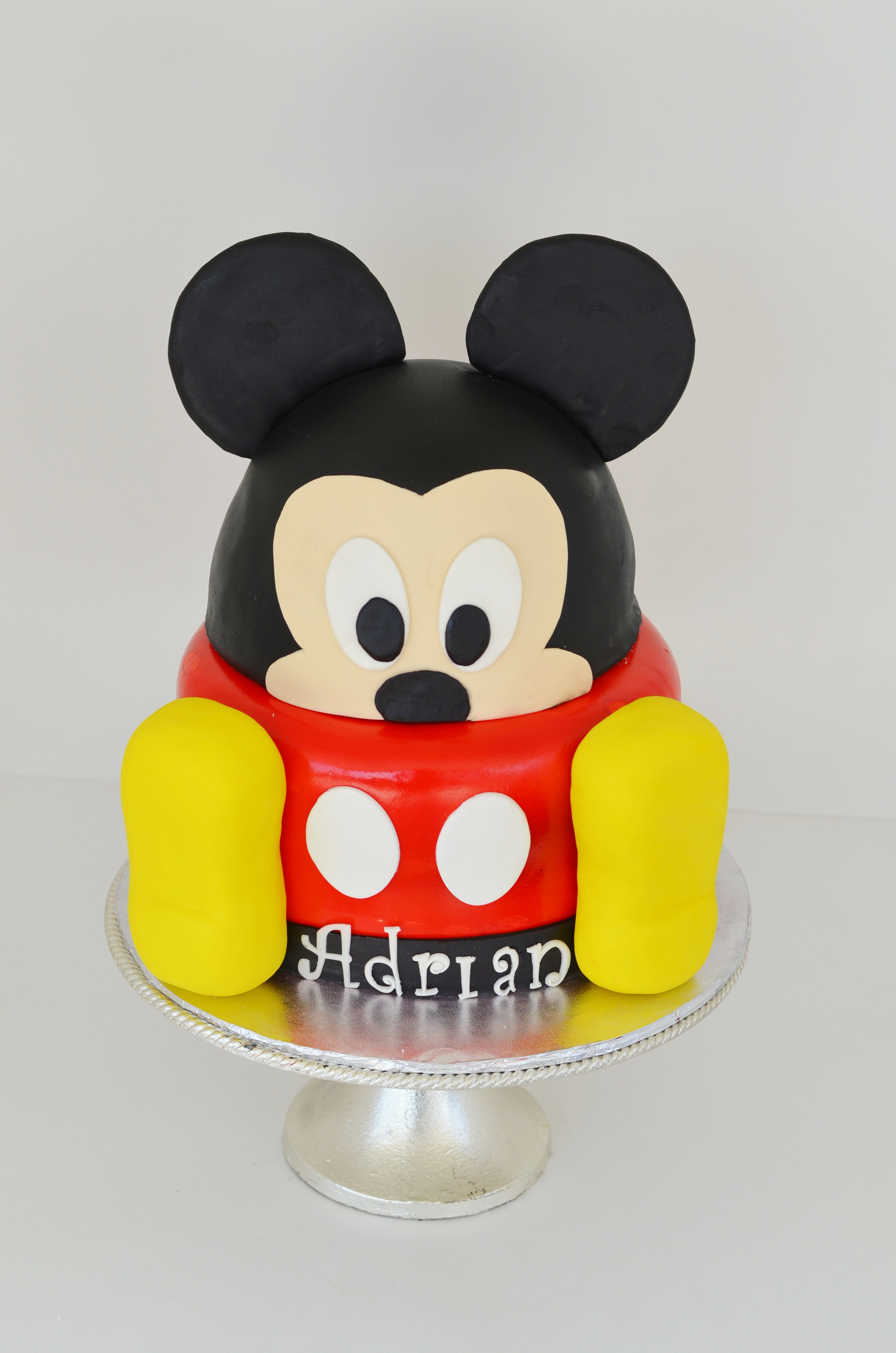Mickey face cake