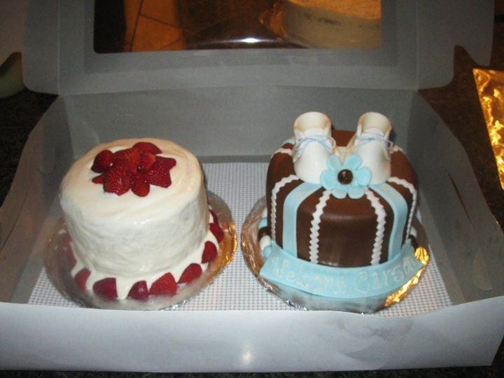 A couple mini cakes.jpg Again the baby booties here are made of fondant