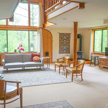 lodge-sittingroom.jpg