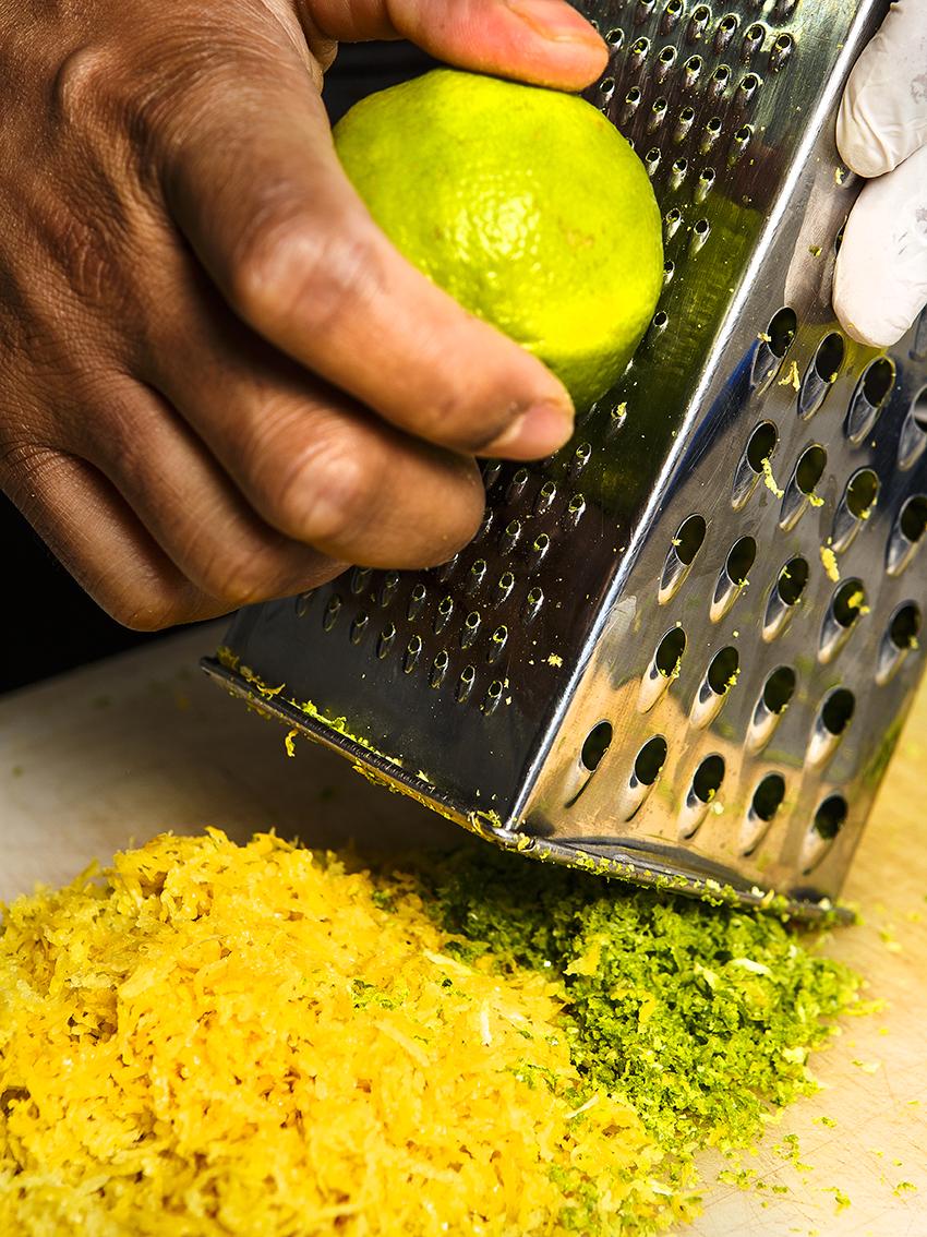 zeste_de_citrons_jaunes_et_verts_pour_la_réalisation_de_nos_desserts_100%_maison