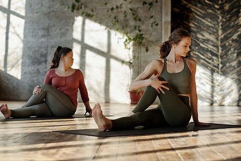 yoga doux ou dynamique chez O'studio pilates Saint Brieuc.jpeg