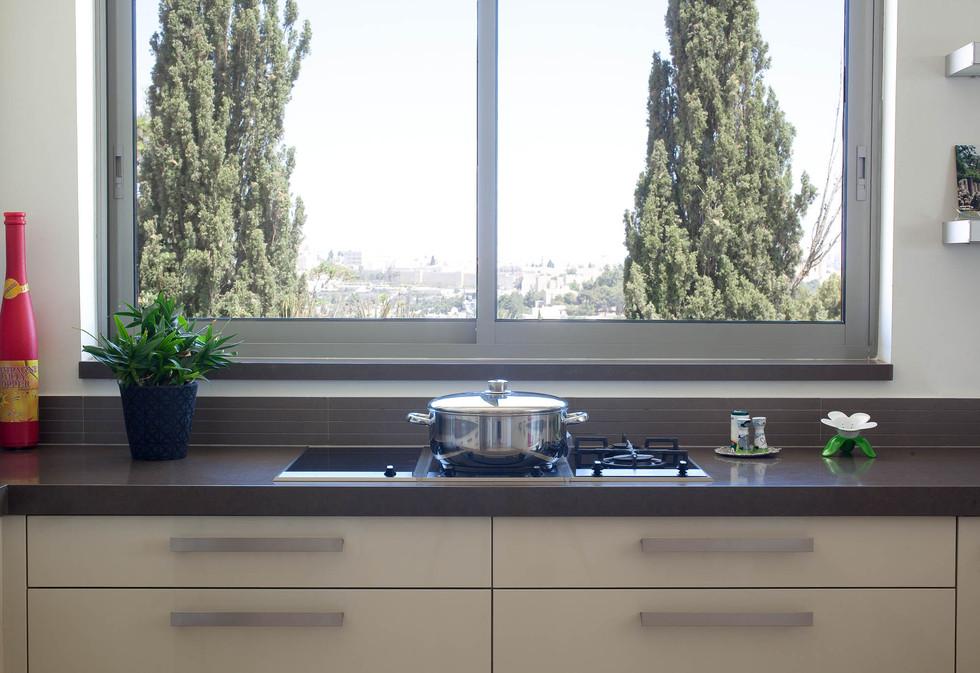 נוף הנשקף מחלון המטבח