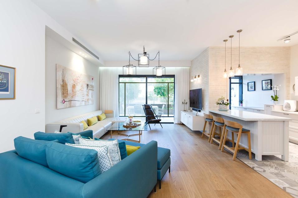 שינוי מחיצות הפנים בדירה אפשר לדיירים סלון רחב ידיים