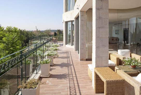 שימוש בזכוכית במעקה, עיצוב צמחיה מינימלי על מנת לא להפריע לנוף הטבעי