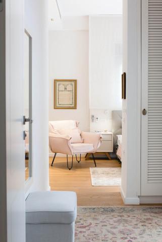 הדירה הורחבה על חשבון לובי הבניין, ויצרה מבואת כניסה מרשימה