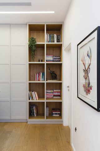 ספריה מנגר, שילוב של צבע בתנור ועץ אלון