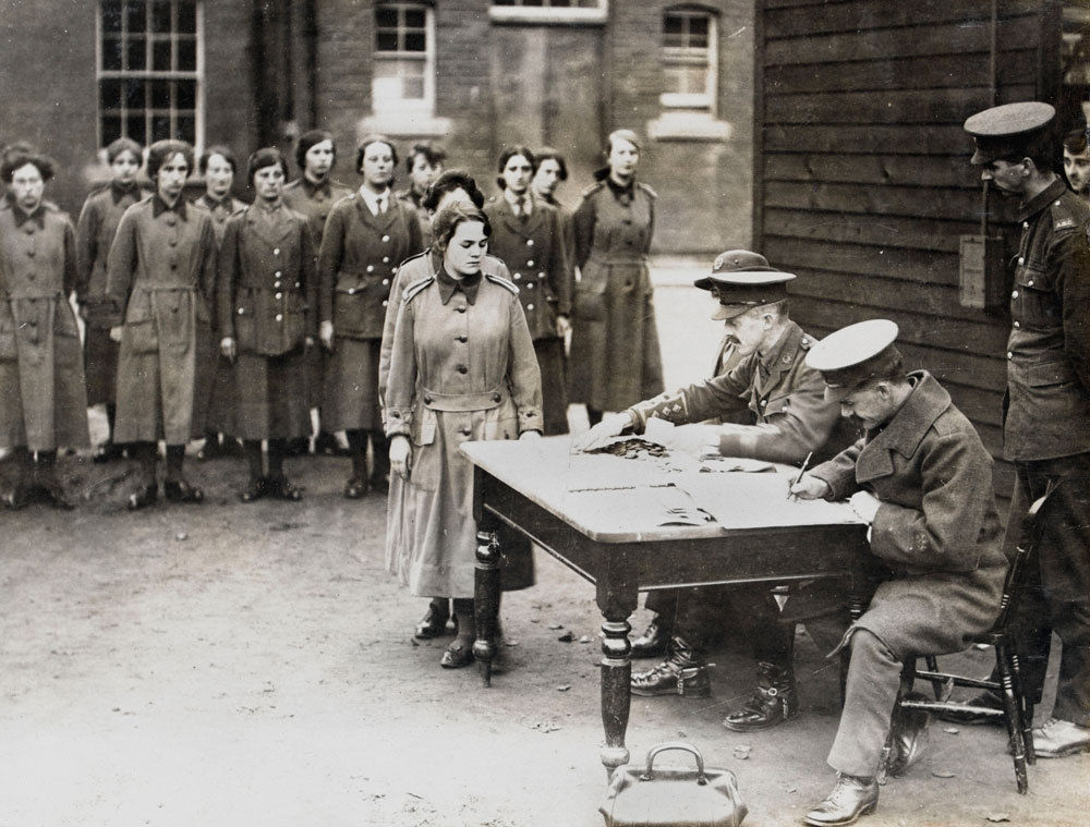 Women working in WW1 - Assignment Example