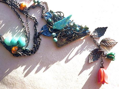青い鳥と橙の花のアートペンダント