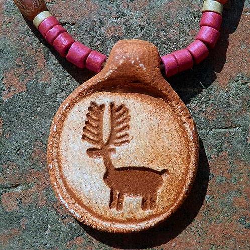 古代アメリカンネイティブ ピクトグラフ ナチュラル&トライバルペンダント~コソの鹿の赤いネックレス