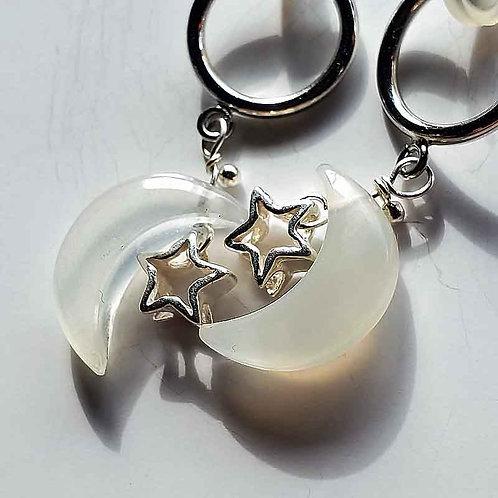 ムーンストーンの三日月と銀の星のイヤリング