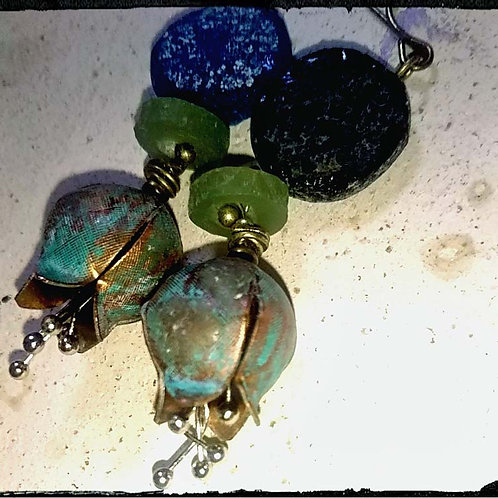 青いスズランとローマンガラスのアンティークスタイルピアス