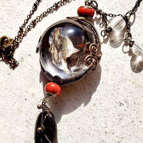 半球の水晶ロングネックレス~赤のファントム