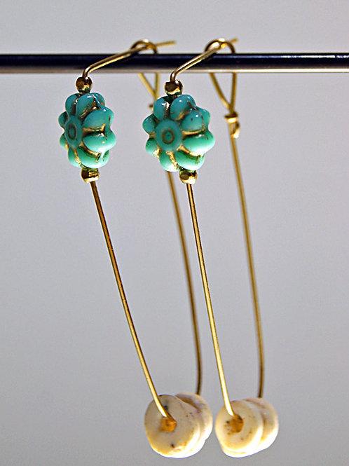 青い花とダチョウの卵のピアス(E22)