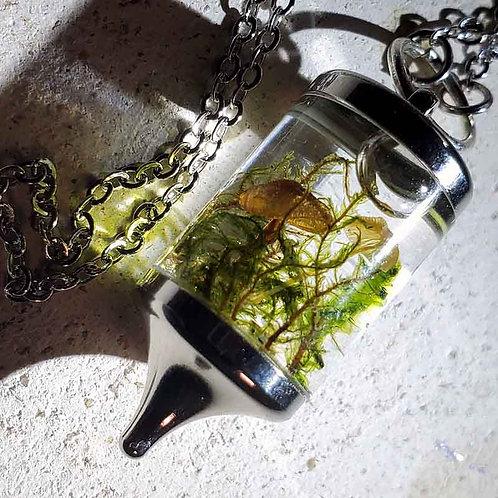 キノコのハーバリウムネックレス(銀色)~森のアクセ