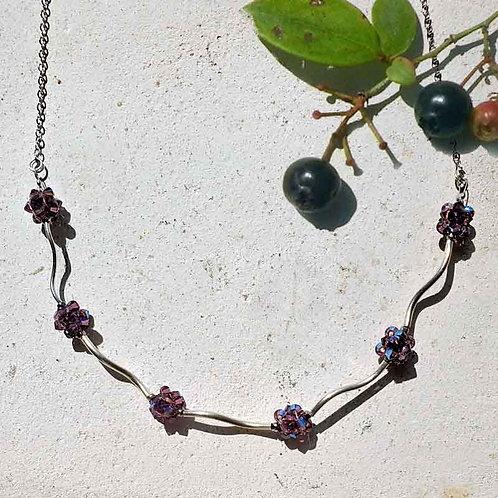 スワロフスキークリスタル・紫の金平糖シルバーネックレス