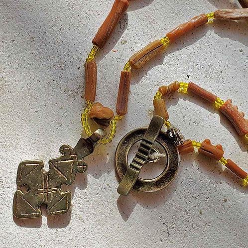 オレンジ色のローマンガラスとコプトクロスのネックレス