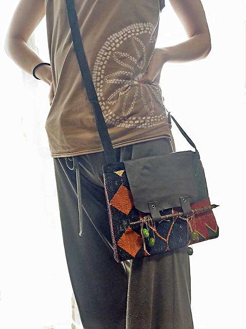 キリムのサコッシュ~バリ島民芸お箸とグリーンオパール飾り