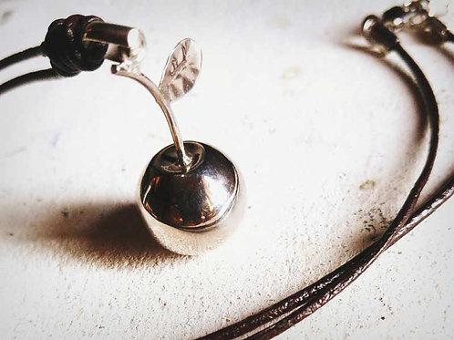 枝付きリンゴのガムランボール(ハーモニーボール)ネックレス