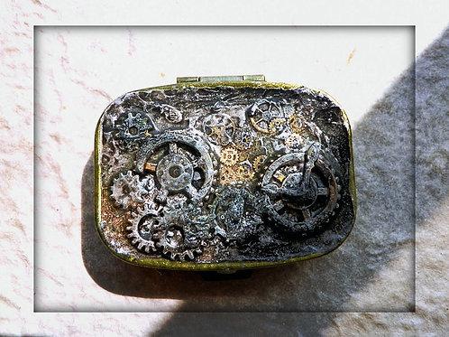 小さな宝箱*デコラティブピルケース*アンティークスタイル*歯車