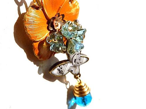 歌う蝶のネックレス~オレンジの花