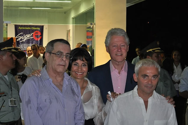 Armando Benedetti,Azucena Guauque de Benedetti, Bill Clinton yFrank Giustra