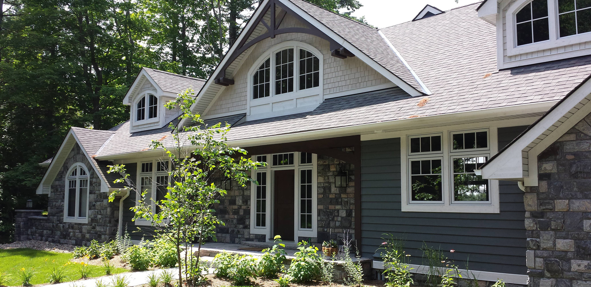Contemporary Grey/Blue Cottage Muskoka