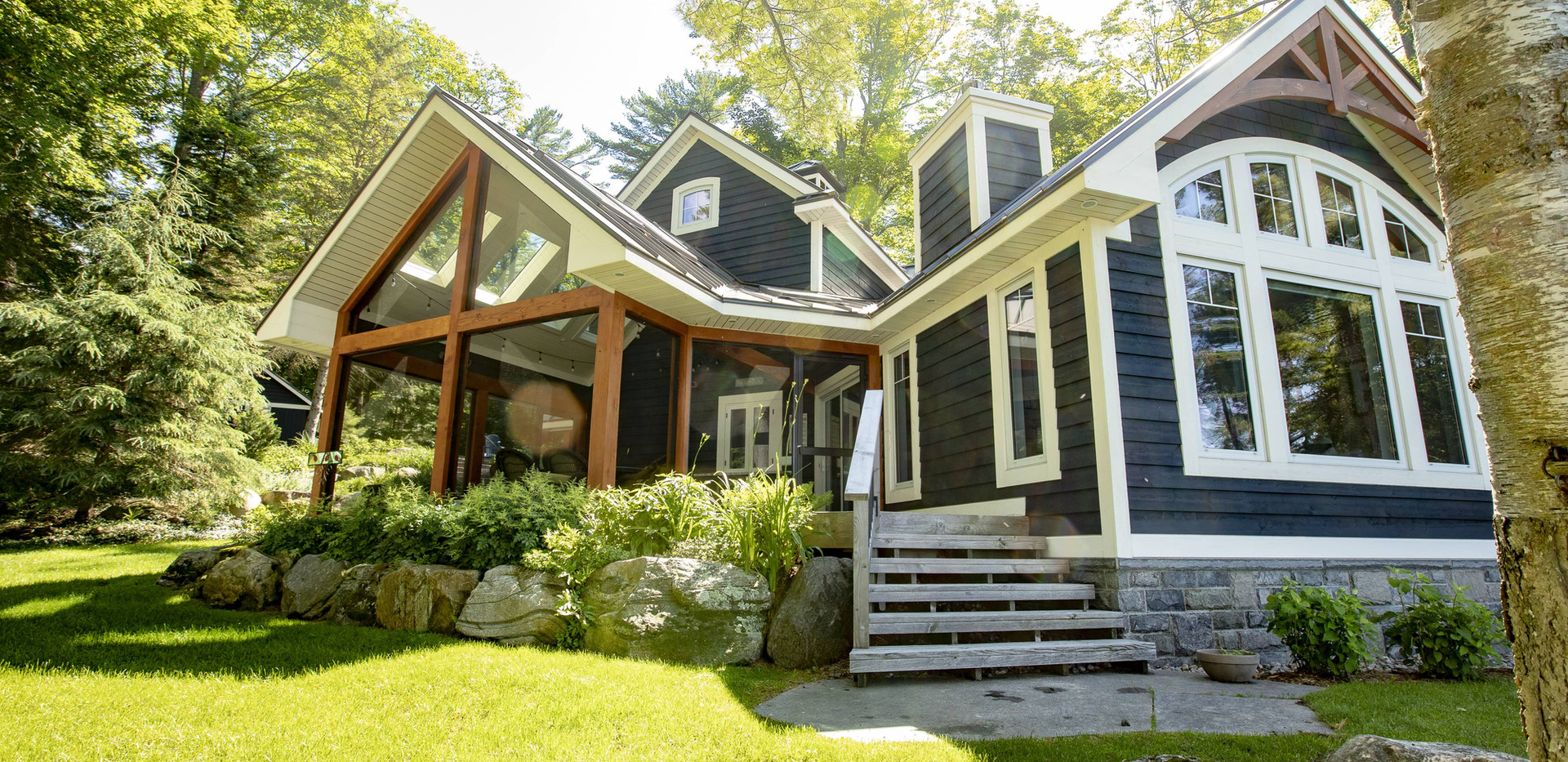 Small Cottage with Open Space Edenlane Muskoka
