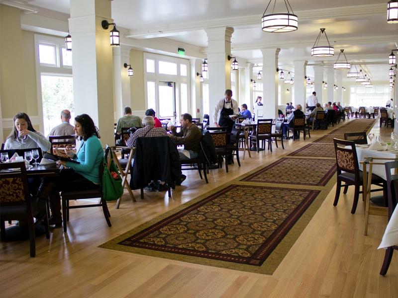 lake-yellowstone-hotel-dining-room